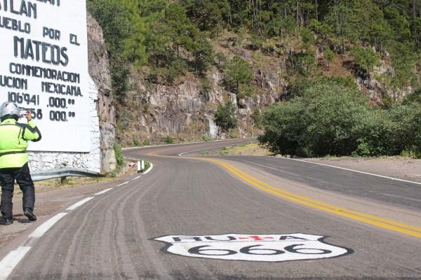 Lamentable que este pintarojeado el asfalto, simplemente lamentable
