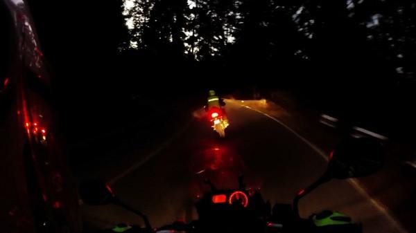 Técnica mamalona para dar curva a baja velocidad… de noche jajaja