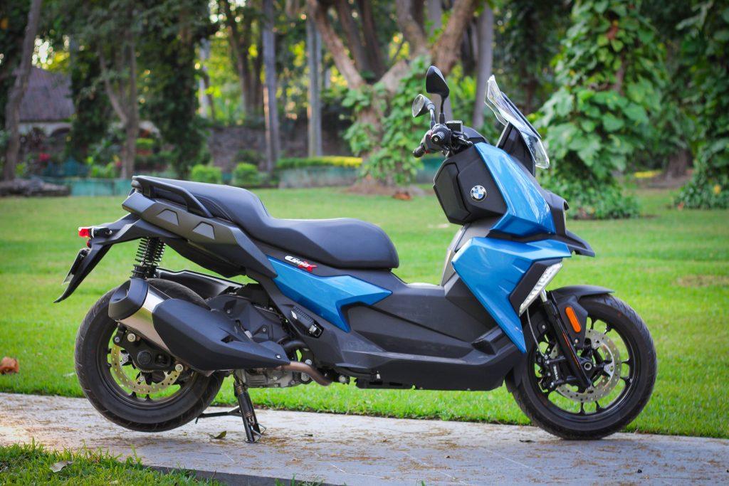 C400X en azul