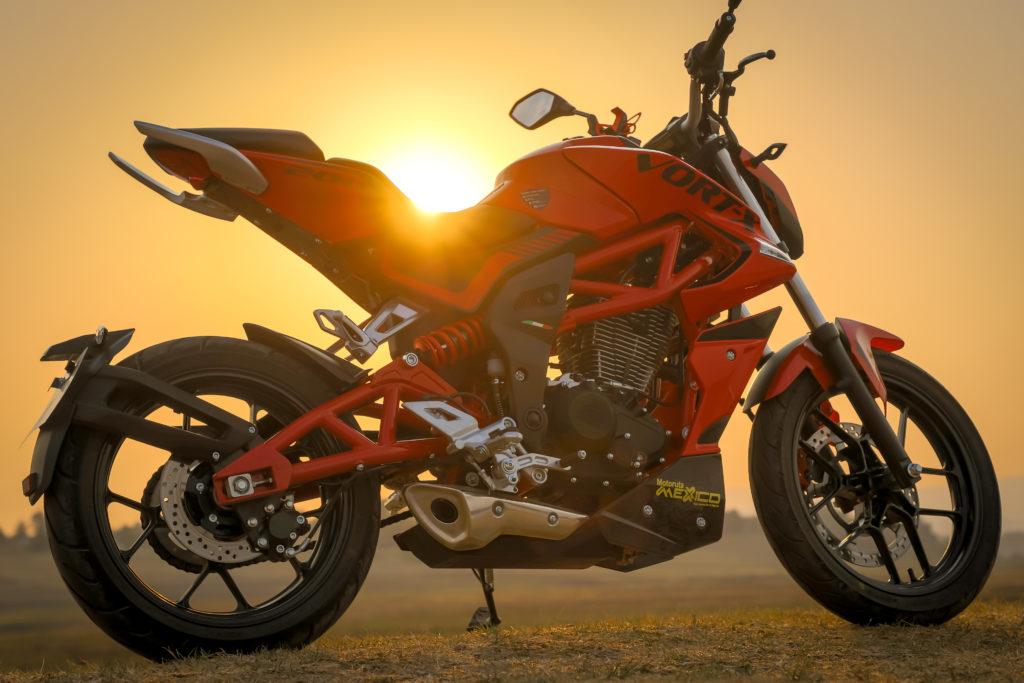 Naked de 200cc